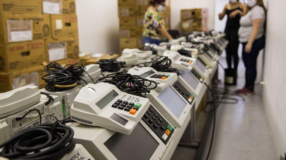 Atos foram feitos com celular de 50 €', diz hacker português que reivindica  ataques ao TSE - Sputnik Brasil