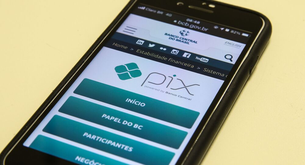 Aplicativo do sistema de pagamento e transação financeira PIX em tela de celular