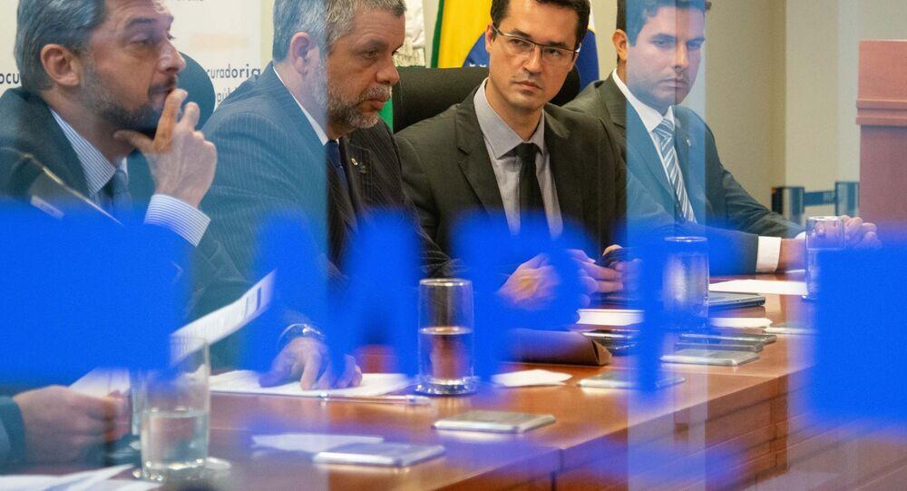Associação Nacional dos Procuradores da República (ANPR) e integrantes da força-tarefa da Operação Lava Jato concedem coletiva no auditório do Ministério Público Federal no Paraná (MPF), em Curitiba (PR)