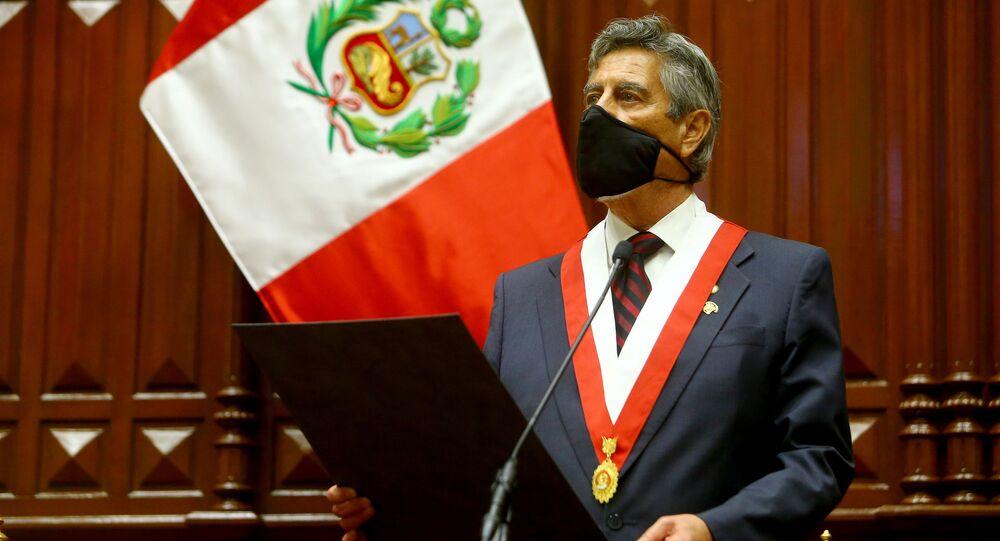 O novo presidente do Peru, Francisco Sagasti, durante cerimônia no Congresso do país.