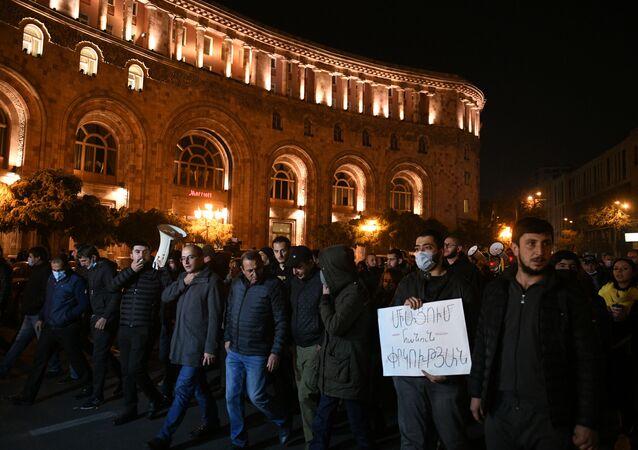 Protesto da oposição política armênia em Erevan