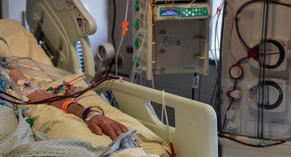 Paciente infectado pela COVID-19 em leito de UTI no hospital Albert Einstein, São Paulo, 16 de novembro de 2020