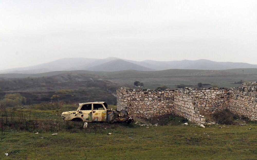 Ruínas no distrito de Fizuli, Azerbaijão.