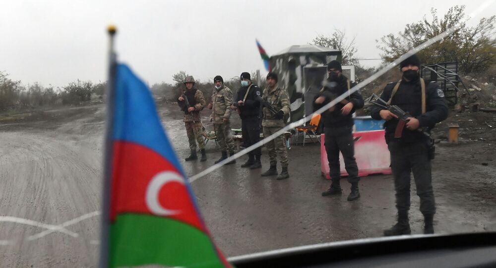 Soldados no posto de controle no distrito de Fizuli, Azerbaijão.
