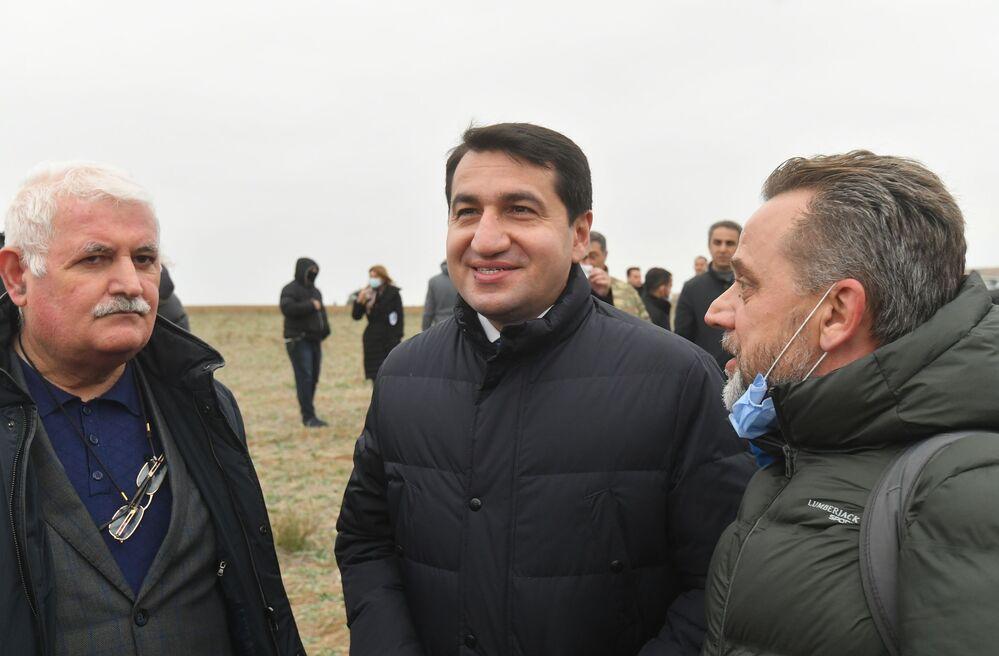 Chefe do departamento de assuntos exteriores da Administração do Presidente, Khikmet Gadzhiev, no distrito de Fizuli, Azerbaijão.