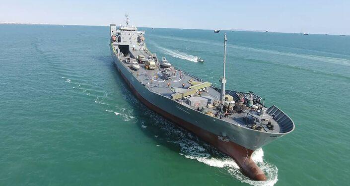 Navio de guerra do Corpo de Guardiões da Revolução Islâmica é lançado no Irã
