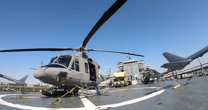 Drones, lançadores de mísseis e helicóptero no navio de guerra pesado do Corpo de Guardiões da Revolução Islâmica lançado nesta quinta-feira (19)
