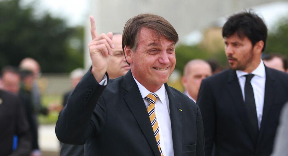 Presidente Jair Bolsonaro participa da Cerimônia do Dia da Bandeira no Palácio do Planalto em Brasília (DF), nesta quinta (19)