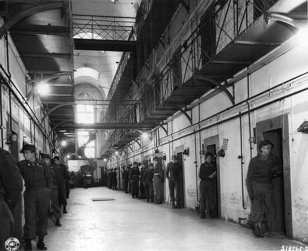 A prisão de Nuremberg. Jaulas ocupadas por Goring e Hess estavam localizadas no canto direito ao fundo