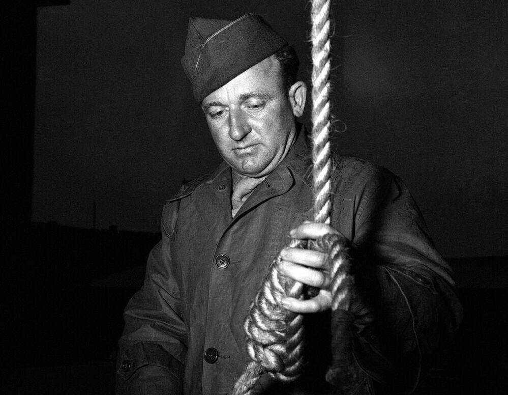 As sentenças de morte foram executadas na noite de 16 de outubro de 1946 no edifício da prisão de Nuremberg. Goring se envenenou na prisão pouco antes da execução. O veredicto foi executado pelo sargento norte-americano John Woods