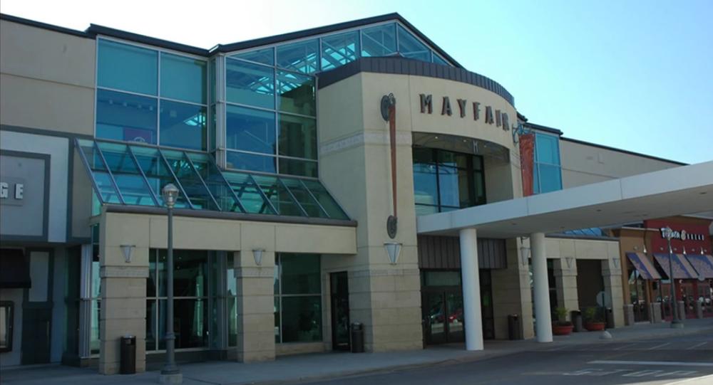 O shopping Mayfair Mall em Wauwatosa, Wisconsin (EUA)