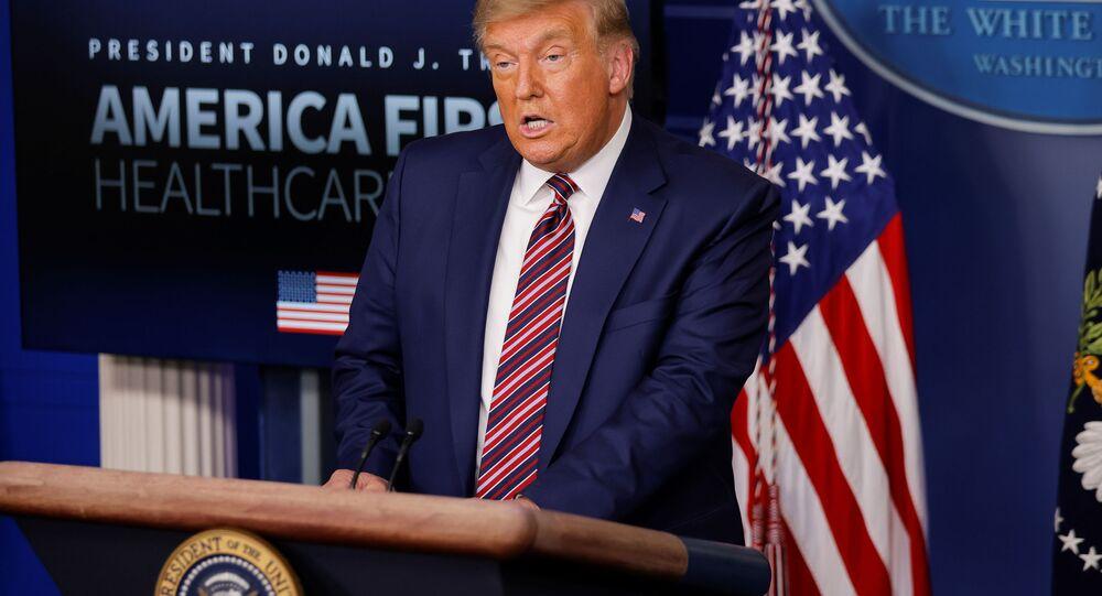 Donald Trump, presidente dos EUA, fala sobre preços de medicamentos prescritos durante coletiva de imprensa na Casa Branca em Washington, EUA, 20 de novembro de 2020