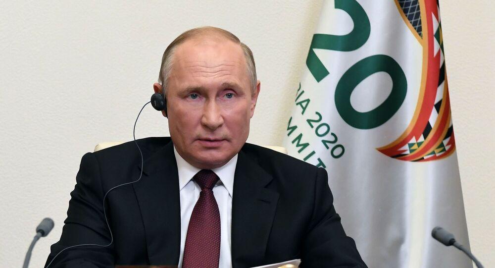 Presidente da Rússia, Vladimir Putin, discursa na conferência de líderes do G20, realizada por videoconferência sob presidência da Arábia Saudita, 21 de novembro de 2020