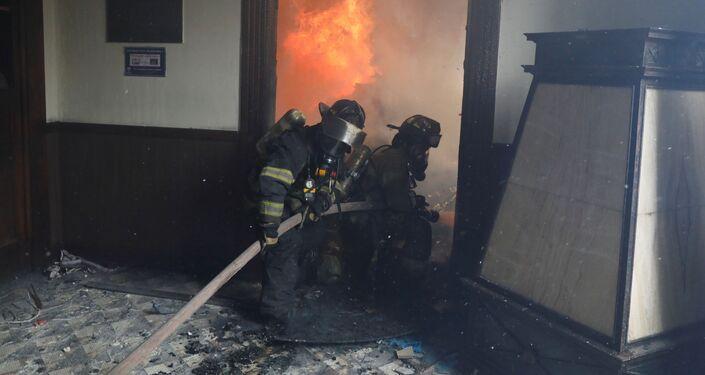 Bombeiros combatem incêndio na sede do Congresso da Guatemala