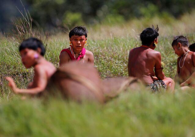 Indígenas do povo Yanomami em Alto Alegre, em Roraima