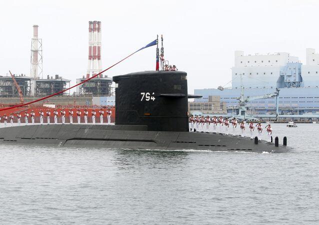 Marinheiros de Taiwan durante cerimônia de submarino da classe Dutch Zwaardvis
