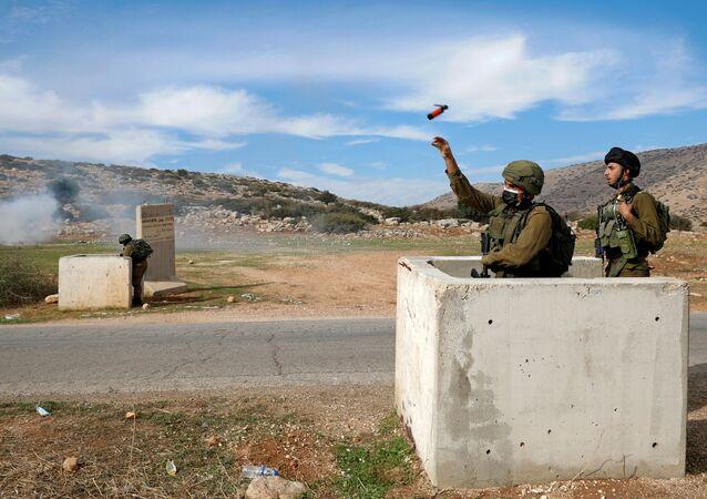 Palestinos protestam contra assentamentos judeus na Cisjordânia ocupada por Israel