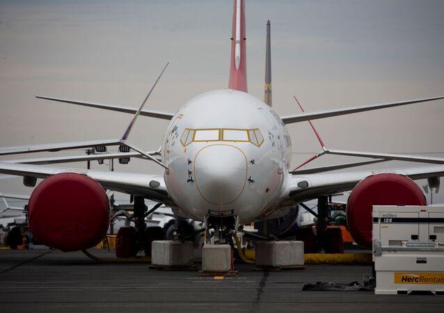 Boeing 737 MAX estacionado no Aeroporto Internacional de Grant County, nos EUA.