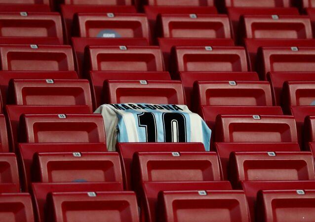 Camiseta com nome de Maradona é vista em estádio de futebol em Madri, Espanha, 25 de novembro de 2020