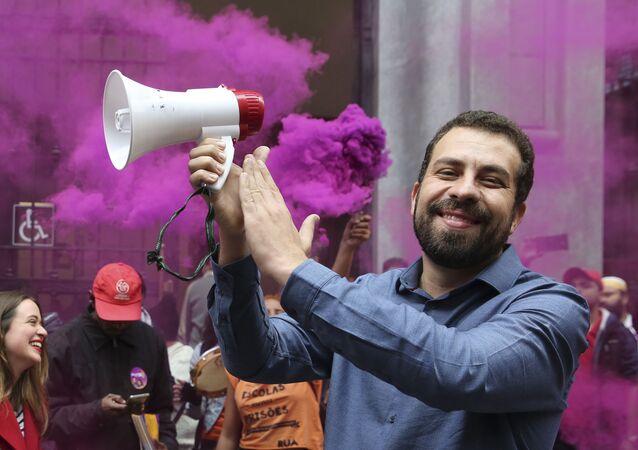Guilherme Boulos durante evento de campanha do PSOL em São Paulo (foto de arquivo)