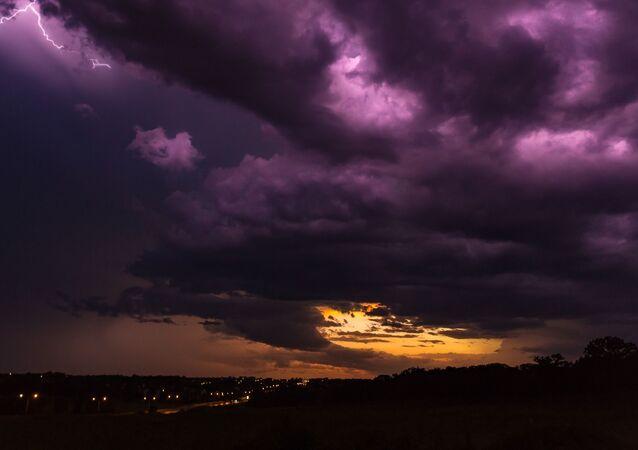 Céu roxo (imagem ilustrativa)