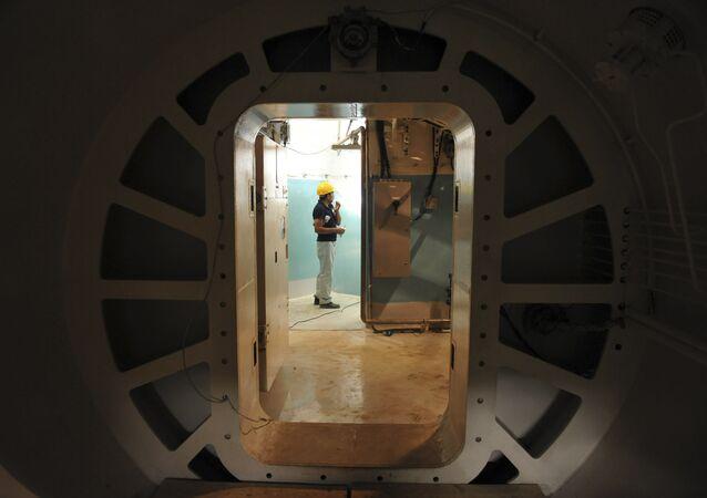 Funcionário na usina nuclear de Bushehr, no Irã