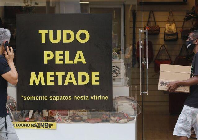 Movimento no comércio de rua no Rio de Janeiro