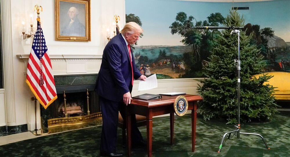 Presidente dos EUA, Donald Trump, participa de teleconferência com membros das Forças Armadas na Casa Branca