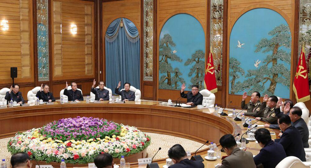 Kim Jong-un, líder norte-coreano, participa de reunião do Partido dos Trabalhadores da Coreia em Pyongyang, Coreia do Norte, foto divulgada dia 16 de novembro de 2020