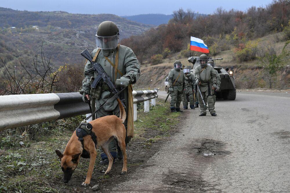 Forças de paz da Rússia chegam na região de Nagorno-Karabakh