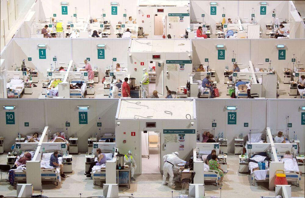 Hospital temporário para pacientes com a COVID-19 no complexo esportivo Krylatskoe, em Moscou