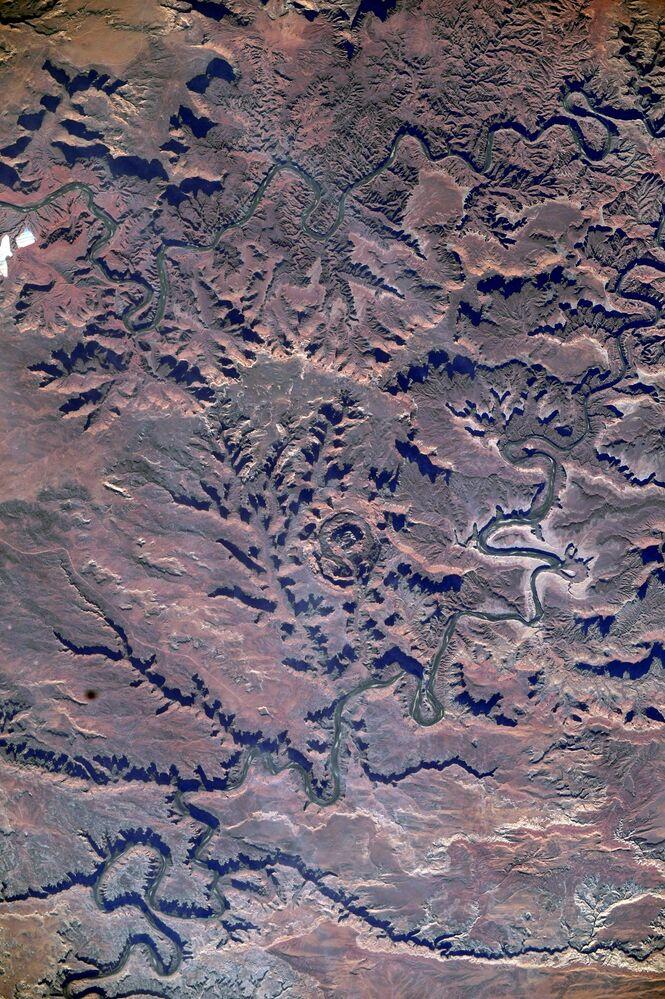 Vista incomum para um parque com nome incomum. Alguém o chama de Cabeça do Cavalo Morto, outros apenas de parque do Cavalo Morto, mas isso não torna o nome menos estranho. Este lugar no estado de Utah foi chamado de Grand Canyon local