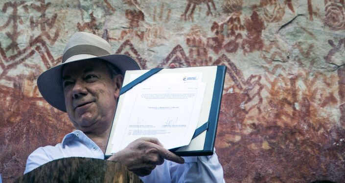 Ex-presidente da Colômbia  Juan Manuel Santos mostra pinturas rupestres no Parque Nacional Chiribiquete, Colômbia