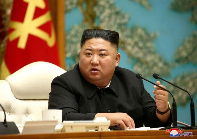 Líder norte-coreano Kim Jong-un foi alvo de especulação de que teria morrido ou sofria de problemas de saúde após sua ausência ser notada no Dia do Sol (15 de abril), quando os norte-coreanos comemoram o nascimento do fundador de seu país Kim Il-sung