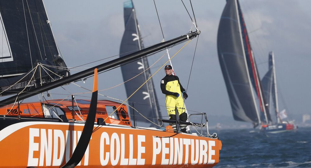 Velejador francês Kevin Escoffier em seu barco PRB usado para disputar a regata de volta ao mundo Vendée Globe