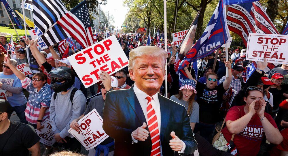 Apoiadores de Donald Trump protestam contra o resultados das eleições nos EUA