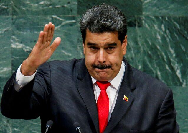 Presidente da Venezuela, Nicolas Maduro, cumprimenta delegados após discursar na 73ª sessão da Assembleia Geral das Nações Unidas na sede da ONU, em Nova York