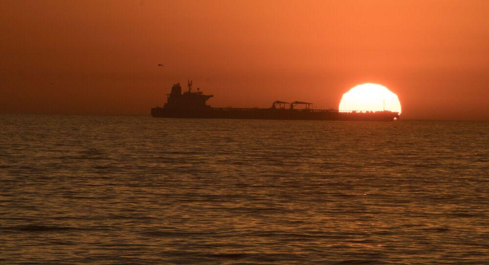 Navegação de navio petroleiro (imagem referencial)