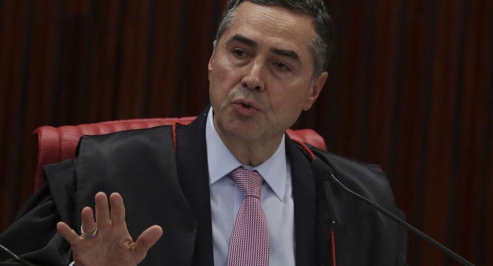 O ministro do Supremo Tribunal Federal, Luís Roberto Barroso, discursa no plenário da Corte.