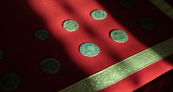 Moedas de prata encontradas nas antigas instalações de um quartel-general romano descoberto na Sérvia