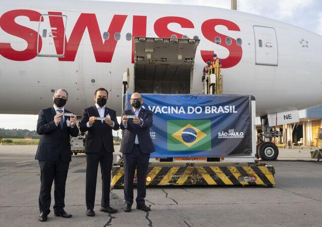Chegada da matéria-prima para vacina chinesa CoronaVac ao Aeroporto Guarulhos, São Paulo, 3 de dezembro de 2020