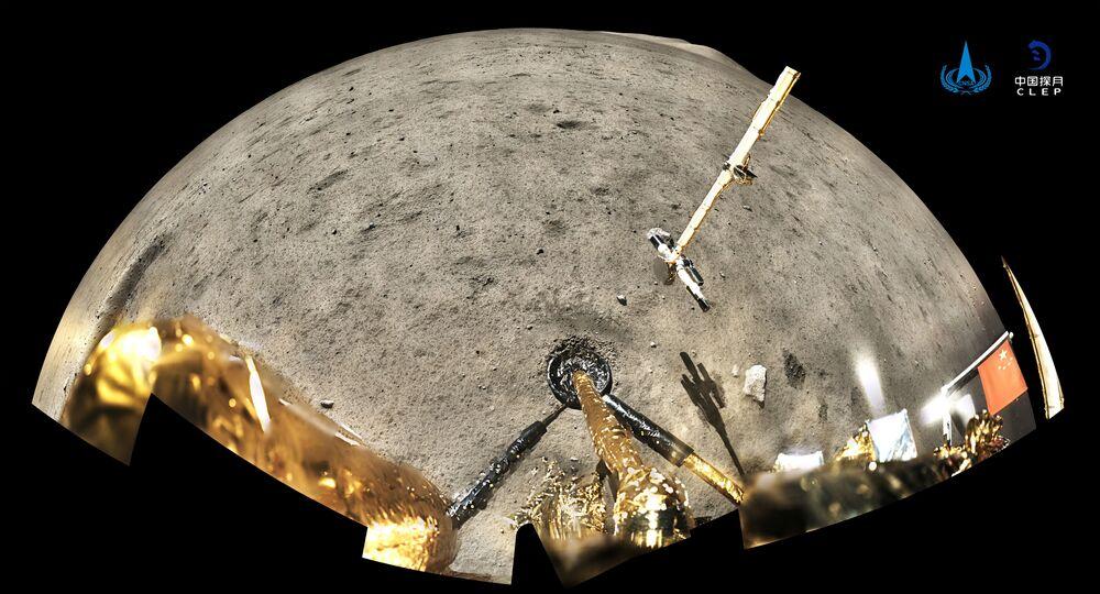 Bandeira da China é vista a partir da espaçonave Chang'e-5 na Lua