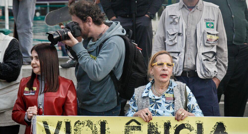Ato de protesto contra agressões aos jornalistas e em defesa da liberdade de imprensa, em São Paulo
