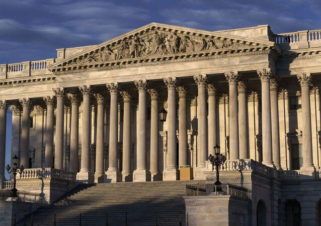 Câmara dos Representantes dos EUA é vista do lado do Capitólio em Washington na manhã das eleições presidenciais, 3 de novembro de 2020