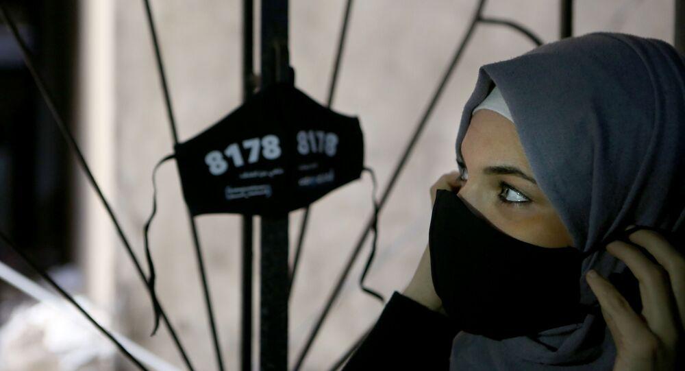 Palestina usa máscara protetora no campo de refugiados de Shatila, Líbano, 8 de dezembro de 2020