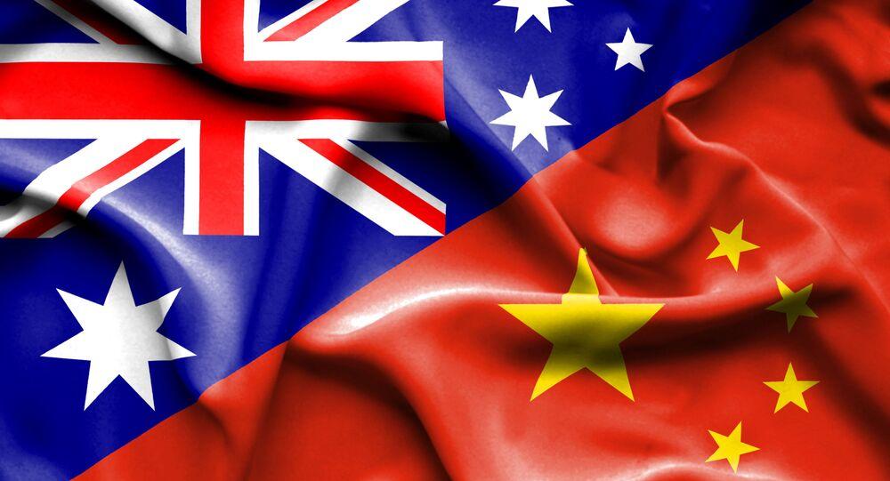 Montagem de bandeiras da China e Austrália (imagem referencial)