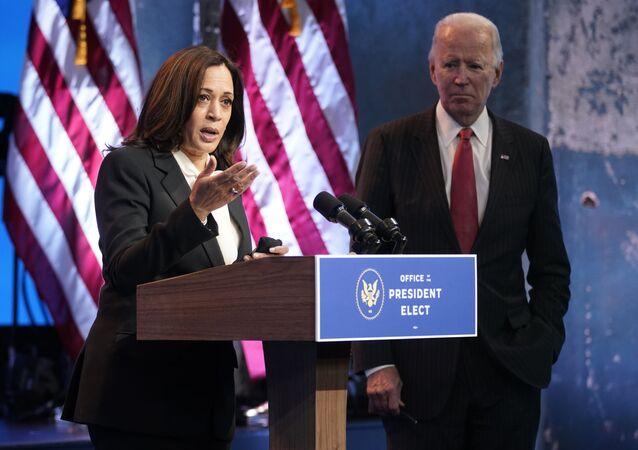 Kamala Harris e Joe Biden durante discurso em Wilmington, Delaware, em 19 de novembro de 2020