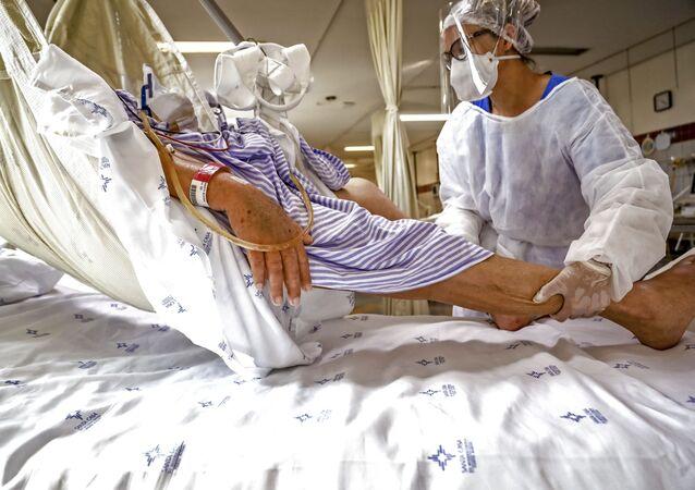 Paciente com COVID-19 em UTI de hospital em Porto Alegre, 10 de dezembro de 2020