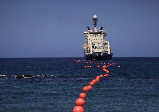 Instalação de cabo submarino de fibra ótica
