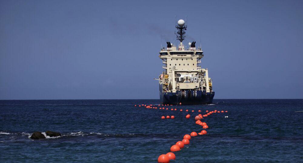 Instalação de cabo submarino de fibra óptica